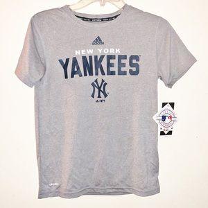 Adidas climate t shirt Yankees size 10/12 medium